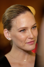 Bar Refaeli fixed her hair into a simple bun for the Conde Nast Traveler Awards 2017.