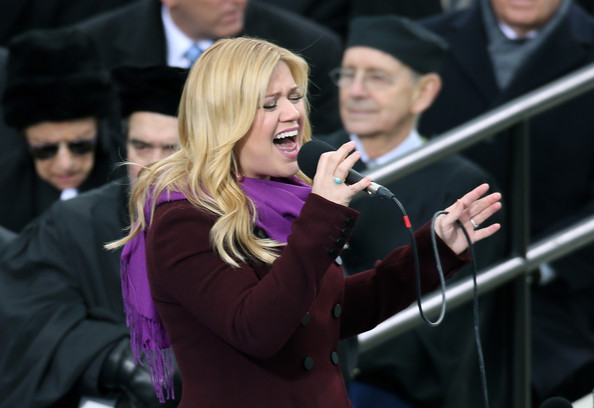 More Pics of Kelly Clarkson Evening Coat (5 of 8) - Kelly Clarkson Lookbook - StyleBistro