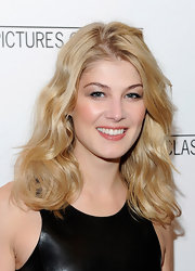 Rosamund highlighted her baby blues with pale shimmery eyeshadow.