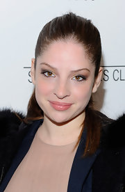 Anna Hopkins drew attention to her eyes with smokey neutral eyeshadow.