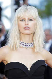 Karolina Kurkova went for a glam finish with a statement gemstone choker.