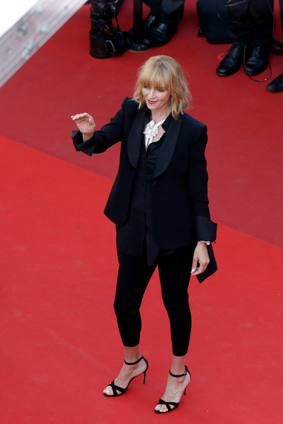 More Pics of Uma Thurman Blazer (5 of 34) - Outerwear Lookbook - StyleBistro [based on a true story,red carpet,carpet,clothing,red,suit,flooring,formal wear,footwear,premiere,leg,uma thurman,cannes,france,cannes film festival,premiere,palais des festivals]