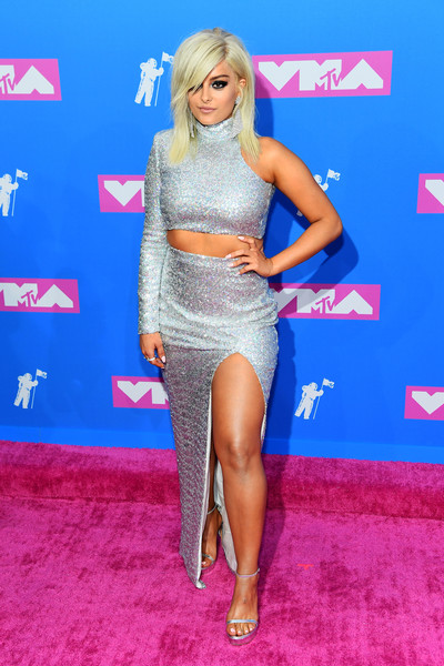 Bebe Rexha Platform Sandals [clothing,red carpet,carpet,hairstyle,long hair,blond,dress,leg,fashion,thigh,arrivals,bebe rexha,mtv video music awards,new york city,radio city music hall]