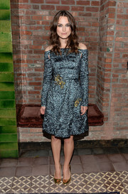 Keira Knightley kept the shimmer coming with a pair of gold pumps.