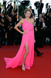 Jessica Hart polished off her Cannes red carpet ensemble with a pair of ultra-glam silver strappy sandals.