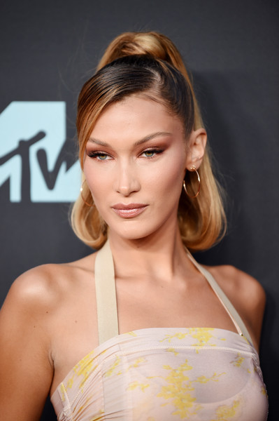 Bella Hadid Gold Hoops [hair,face,hairstyle,eyebrow,beauty,blond,shoulder,lip,skin,chin,arrivals,blond,bella hadid,mtv video music awards,celebrity,hair,hairstyle,red carpet,vogue,face,bella hadid,blond,celebrity,2019 mtv video music awards,mtv,model,supermodel,red carpet,vogue]