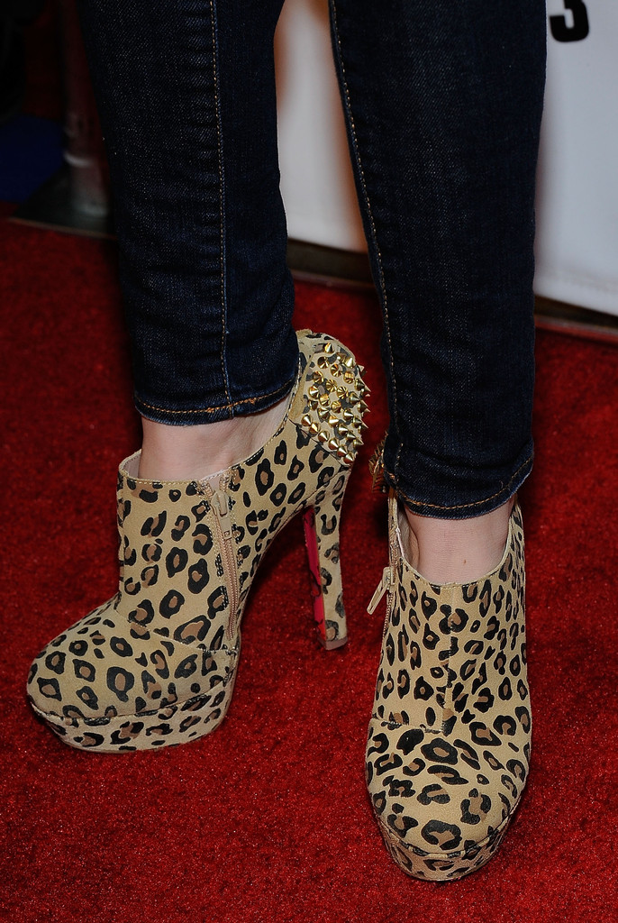 Bella Thorne Ankle Boots Bella Thorne Looks Stylebistro
