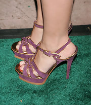 Hayden showed off these violet purple suede platform heels, which looked fabulous with her purple box clutch.