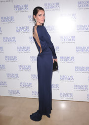 Hilary Rhoda defined simple elegance in this backless midnight blue gown.