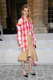 Natalia Vodianova teamed her top with a beige flare-hem skirt, also by Monse.
