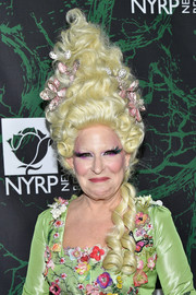 Bette Midler donned a Marie Antoinette-inspired wig for the 2017 Hulaween event.