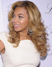 Beyonce highlighted her honey-blond curls with sparkling diamond hoop earrings.