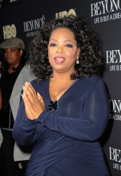 Oprah rocked her signature thick curls at 'Beyonce: Life is but a Dream' premiere in New York.