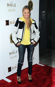 Kristin Chenoweth dressed down her red carpet look with a pair of ripped blue jeans.