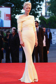 Tilda Swinton was all about relaxed sophistication at the Venice Film Fest premiere of 'A Bigger Splash' in a pale yellow Haider Ackermann one-shoulder gown with a foldover neckline and scrunched-up sleeves.