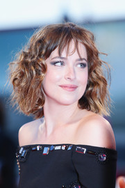 Dakota Johnson styled her hair with messy waves for the Venice Film Fest premiere of 'A Bigger Splash.'