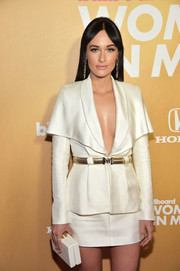 Kacey Musgraves glitzed up her skirt suit with a chic gold belt for the 2018 Billboard Women in Music event.