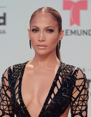 Jennifer Lopez went for a low-key beauty look with some lipgloss and neutral eyeshadow.