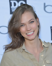 Karlie Kloss wore her hair in tousled waves when she attended the Bing Summer of Doing volunteer event.