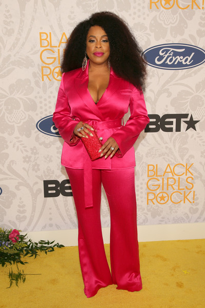 Niecy Nash donned a hot-pink satin pantsuit for Black Girls Rock 2019.