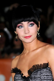 Ksenia Solo wore black decorative dangle earrings at the Toronto 'Black Swan' premiere.