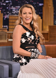 Blake Lively appeared on 'Jimmy Fallon' sporting a ton of bangles!