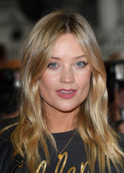 Laura Whitmore looked lovely wearing this subtly wavy 'do at the 'Blinded by the Light' UK gala screening.