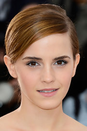 A soft pink lip color complemented Emma Watson's fair skin and gave her a youthful glow.