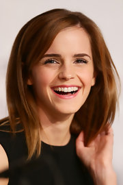 Emma looked youthful and bubbly with a pretty pink lip shade.
