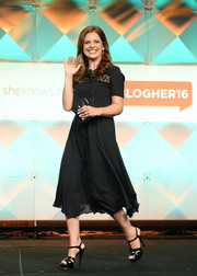 Sarah Michelle Gellar complemented her dress with black patent platform sandals.