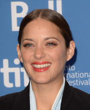 Marion Cotillard went for simple styling with this center-parted ponytail at the 'Blood Ties' press conference.
