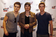 Ian Somerhalder chose a leather jacket in a cool brown shade to give him a bad boy look while at a press conference in Berlin.