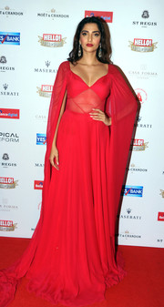 Sonam Kapoor made a grand entrance at the Bollywood NRI of the Year Awards in a floor-sweeping caped red gown.