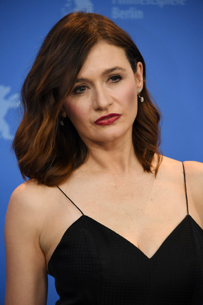 Emily Mortimer attended the Berlinale photocall for 'The Bookshop' wearing her hair in feathery waves.