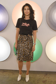 Caroline Issa styled her T-shirt with a leopard-print pencil skirt.
