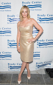 Chelsea Handler was dressed to impress in this strapless gold number at the Brady Center Bear Awards Gala.