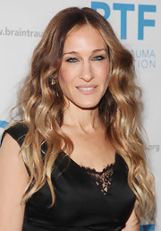 Sarah Jessica Parker wore her wavy locks long and loose at the 2011 Brain Trauma Foundation Gala.