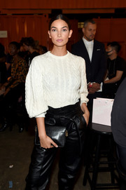 Lily Aldridge sealed off her look with a black leather clutch by Givenchy.