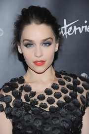 Emilia Clarke let her eyes do all the talking with this electric blue, metallic shadow.