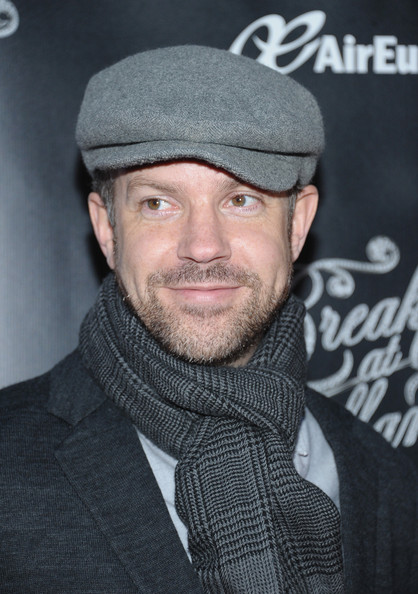 Funny man Jason Sudeikis classed it up with a traditional wool newsboy cap.