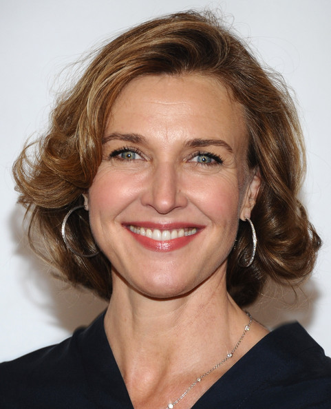 Brenda Strong Curled Out Bob [hair,face,hairstyle,eyebrow,facial expression,chin,smile,lip,blond,brown hair,arrivals,brenda strong,beverly hills,california,beverly hilton hotel,abc television group,disney,disney abc televison group,tca 2011 summer press tour,tca 2001 summer press tour]
