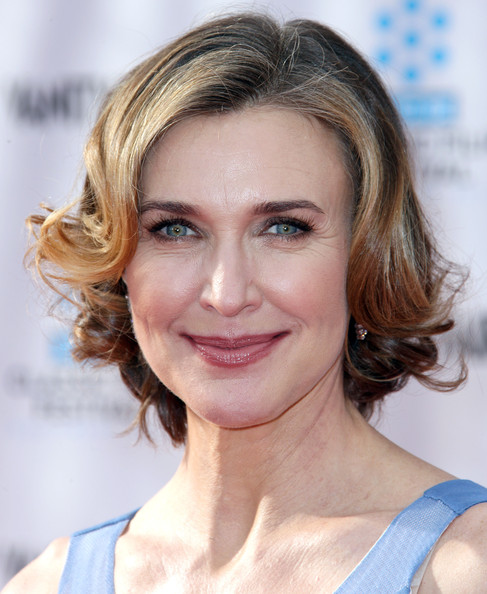 Brenda Strong Curled Out Bob []
