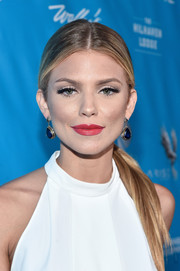 AnnaLynne McCord topped off her look with a pair of gemstone drop earrings.