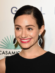 Emmy Rossum spiced up her casual 'do with a pair of dangling decorative earrings.