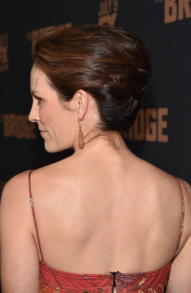 Annabeth Gish styled her hair into a simple yet classic updo for the premiere of 'The Bridge.'