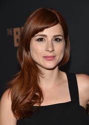 Aya Cash wore a simple yet pretty feathery side sweep at the premiere of 'The Bridge.'