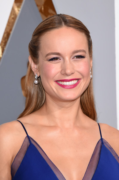 Brie Larson Berry Lipstick [hair,face,hairstyle,blond,shoulder,eyebrow,beauty,lip,skin,chin,arrivals,brie larson,academy awards,hollywood highland center,california,88th annual academy awards]
