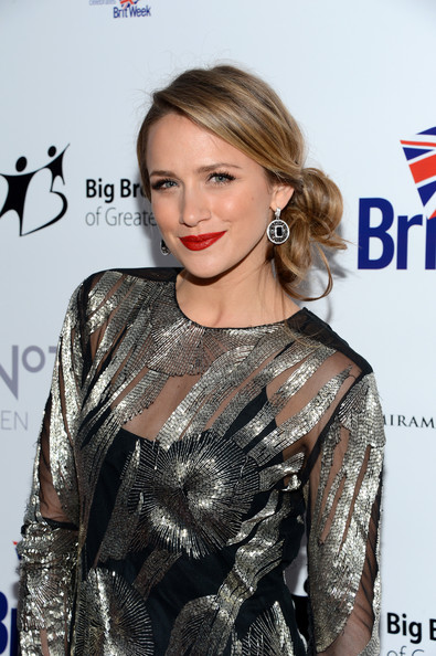 More Pics of Shantel VanSanten Studded Clutch (1 of 5) - Shantel VanSanten Lookbook - StyleBistro