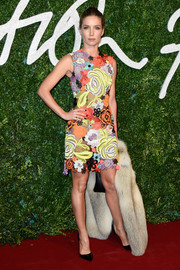 Annabelle Wallis sported a lovely mix of colors with this Christopher Kane floral-embroidered dress at the British Fashion Awards.