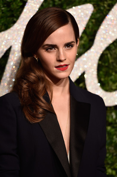 Emma Watson looked sweet and pretty wearing this curly side sweep at the British Fashion Awards.